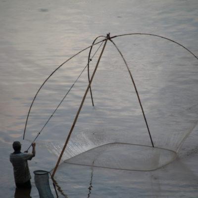 ¿Habíais visto la técnica de este pescador alguna vez?