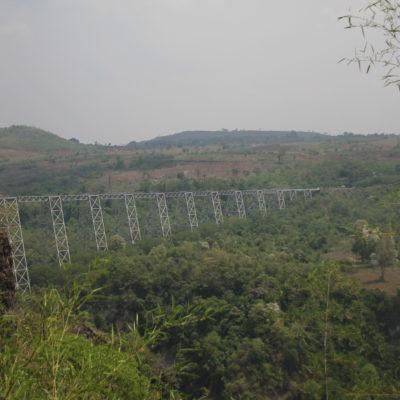 El viaducto de Gokteik visto desde antes del tunel