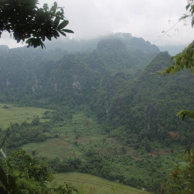Los campos y las montañas verdes crean un paisaje precioso en la zona