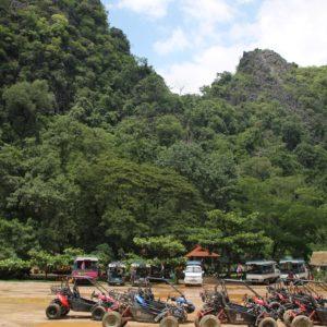 Aún siendo temporada baja, había bastantes turistas (sobretodo chinos) que habían llegado en quads