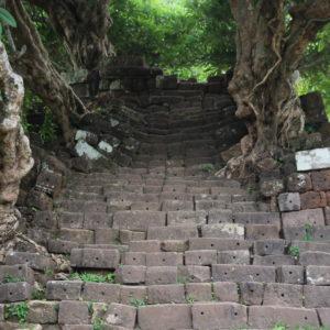 Algo que nos llamó la atención fue lo hundidas y deformes que estaban las escaleras tras el paso de tantos años de desgaste