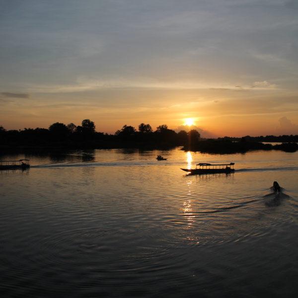 Además pudimos ver la vida que daban los lugareños al río Mekong