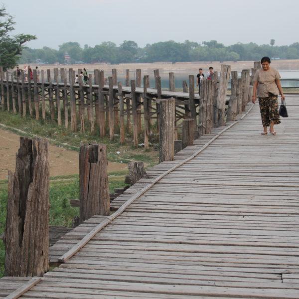 El puente U Bein está construido en madera de teca, que es lo que lo hace especial