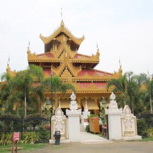 Tampoco nos esperábamos este conjunto de templos detrás del palacio