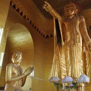Buddhas en la subida al Mandalay Hill, ¿son diferentes no?