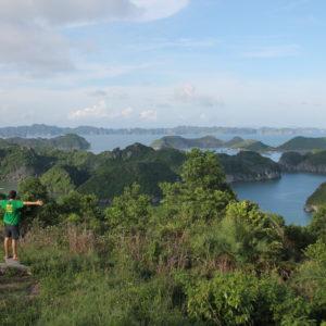 El contraste de colores y la inmensidad de la Bahía de Halong son únicos