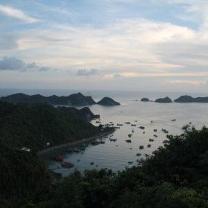 El atardecer al otro lado de la isla, donde no se ven tantas montañas