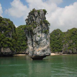 Las rocas que más llaman la atención son las que parecen sostenerse con sólo una puntita