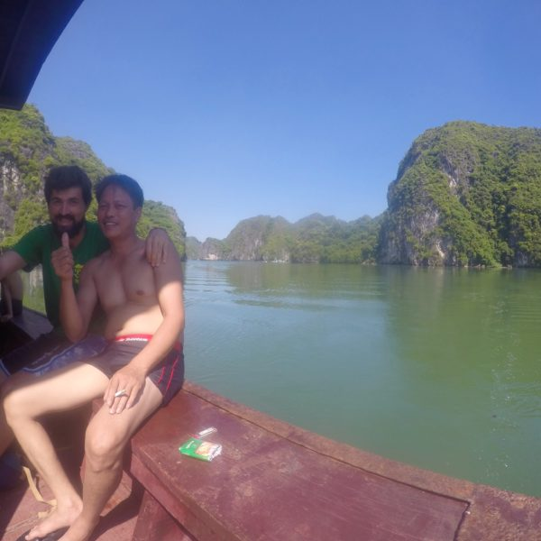 Uno de los vietnamitas a los que Nico enseñó a nadar