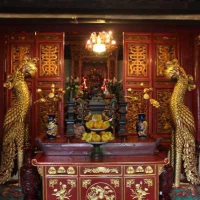 El interior del templo Ngoc Son es de estilo confuciano