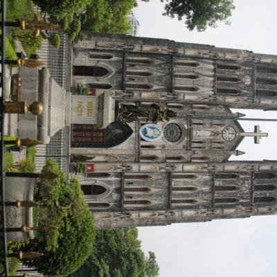 La catedral de San Jose en un intento de parecerse a Notre Dame