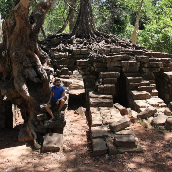 Spean Thmor, donde parece que el árbol fue plantado encima del templo