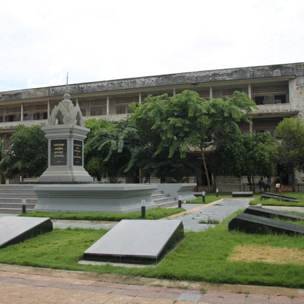 El Museo S21 es a la vez un museo y un monumento en recuerdo a todas las personas que allí fallecieron