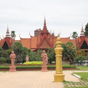 Paseando nos encontramos con varios templos más