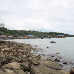 El pueblo de Koh Rong no es muy grande y sus habitantes se centran en la pesca y el turismo