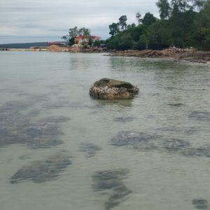 Por lo menos nos conformamos con ver que el agua cristalina existe en la isla