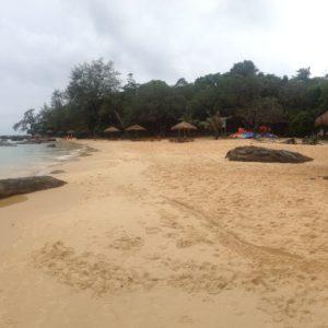 El color de la arena cambia en las diferentes playas, de un blanco increíble a un naranja fuerte