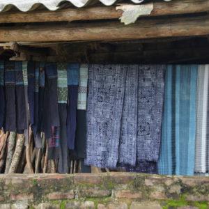 La colada de una casa, representativa de las ropas de cada tribu