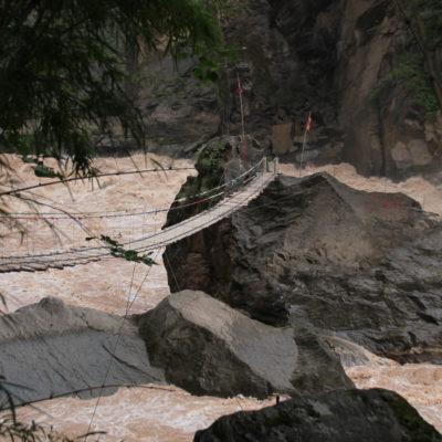 Esta otra piedra se encuentra más metida en el río y se accede a ella por un puente, pero hay que pagar otro extra