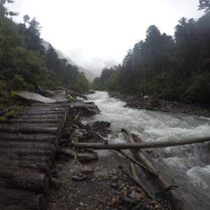 Una vez empezamos a caminar por el borde del río el paisaje se abría un poco más