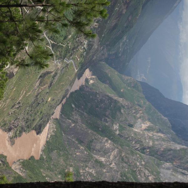 Ver como el río encuentra su sitio a través de la Garganta del Salto del Tigre es espectacular