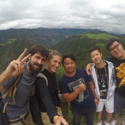 El mirador con vistas a las montañas donde paramos con nuestros amigos que nos cogieron a dedo