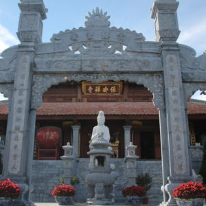 Junto al hotel se encuentra este templo con buenas vistas