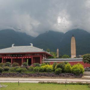 Desde la entrada se obtiene una buena vista de los tres templos