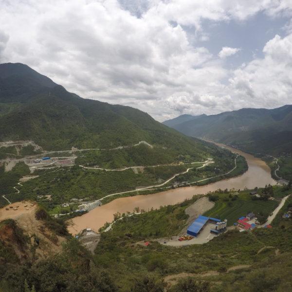 Antes de que el río Yangtse entre el cañón se puede ver su majestuosidad