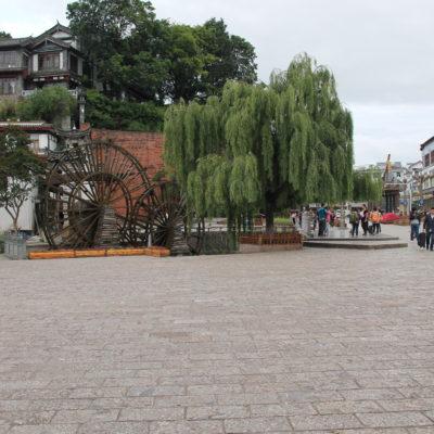 Esta plaza del Molino de Agua suele estar a rebosar de gente por las tardes