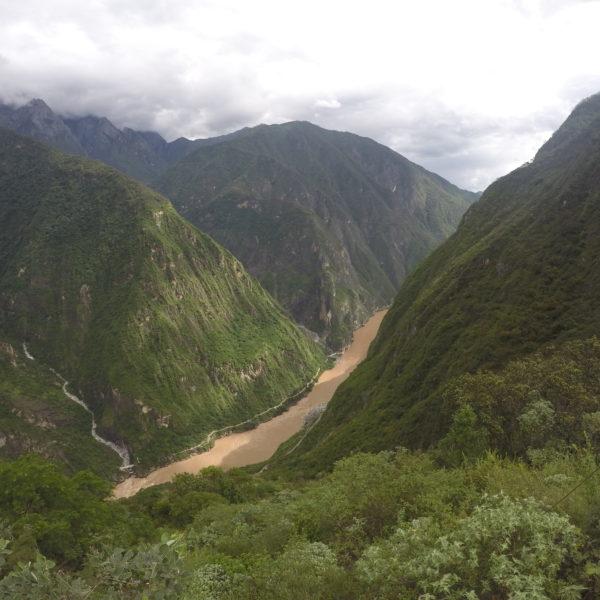 Las nubes estuvieron presentes en todo el recorrido, aferradas a las montañas