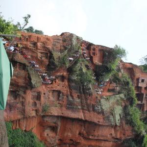 Las escaleras verticales que bajan desde la altura de la cabeza hasta los pies