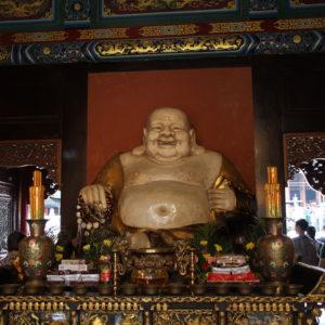 Aunque la principal atracción es el gran buddha, el complejo tiene otros templos y buddhas para visitar