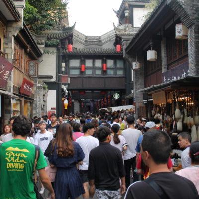 La Jinli street estaba lleno de gente para cuando llegamos