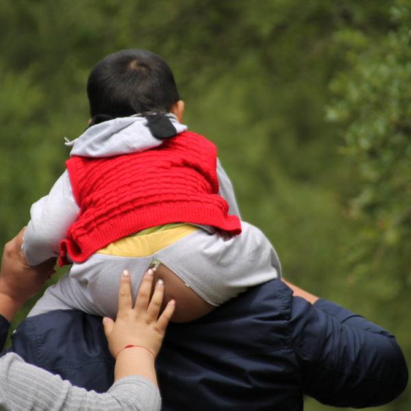 Los pantalones con raja de los niños chinos