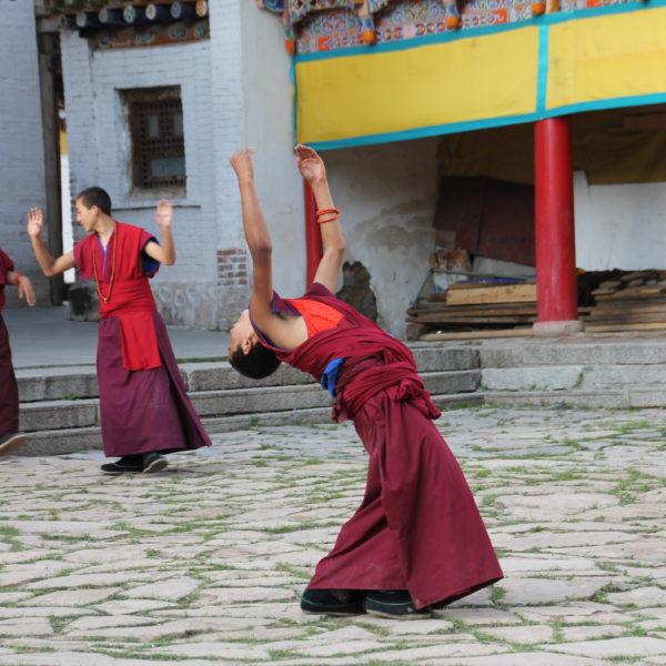 Fue muy curioso ver a los monjes ensayar bailes, aunque no sabemos para qué sería