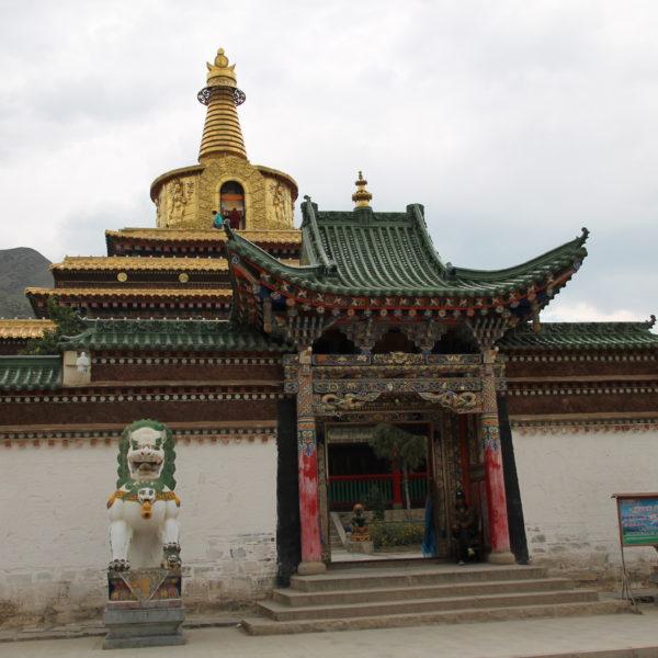 Una enorme stupa dorada
