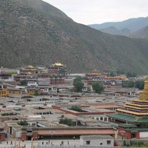 Subimos a una colina para tener una mejor perspectiva del templo de Xiahe