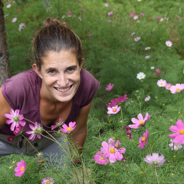 Las chinas aprovechan cualquier campo de flores colorido para sacarse fotos y Amaia no quiso ser menos