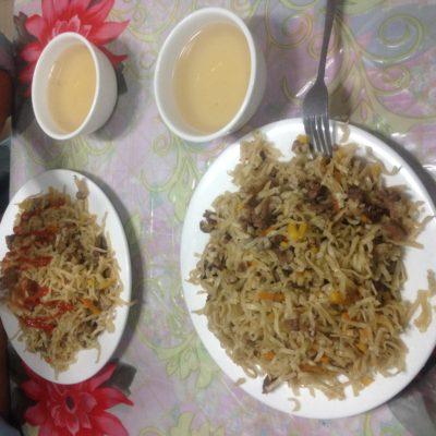 Tsuivan es la versión mongola de noodles, y por supuesto, se come con cordero