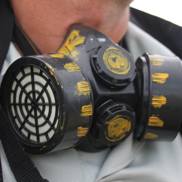 Las máscaras se pueden alquilar durante todo el recorrido y en la cima del volcán
