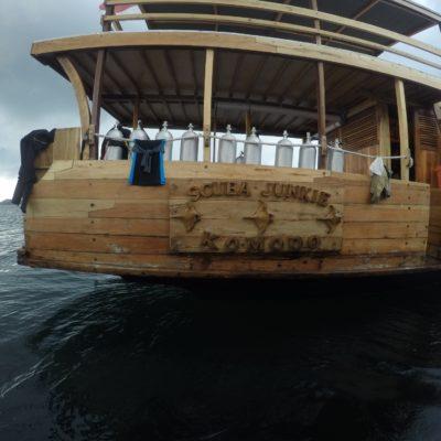 Uno de los barcos de Scuba Junkies Komodo